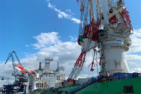 Hook of offshore installation vessel Orion's crane failed