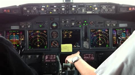 Boeing 737 Landing Cockpit View [HD] - YouTube